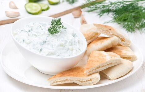 tzatziki with pieces of pita bread